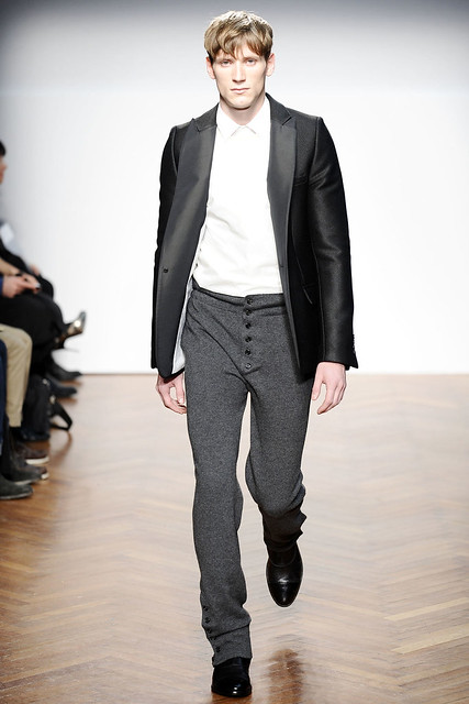 Bastiaan Ninaber3222_FW10_Milan_Pringle of Scotland(VOGUEcom)