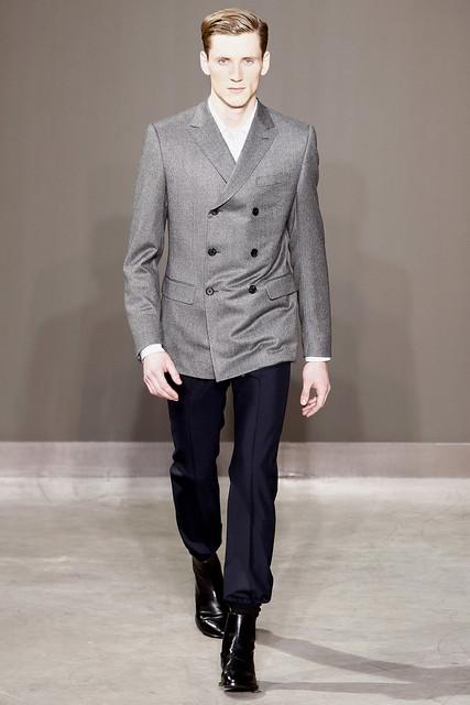 Bastiaan Ninaber3262_FW10_Paris_Louis Vuitton(VOGUEcom)