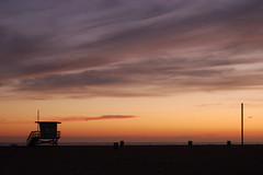 Santa Monica Beach (Cymbidium Clarisse) Tags: california sunset sea beach silhouette d50 losangeles nikon santamonica lifeguard hut  dslr  digitalslr  perfectsunsetssunrisesandskys specialskies