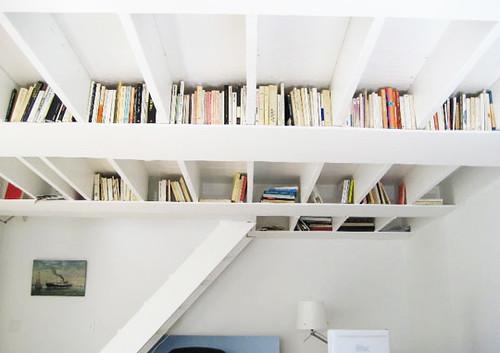 книжные шкафы и полки