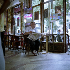 (pianococtail) Tags: paris 120 6x6 film belleville 200 agfa kiev serie optima bistrot readers 88cm