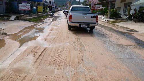 Koh Samui Road after heavy rain サムイ島 大雨後の道路1