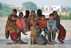 Indian Family, Bharatpur Junction Railway Station (Peter Cook UK) Tags: indianfamily bharatpurjunctionrailwaystation
