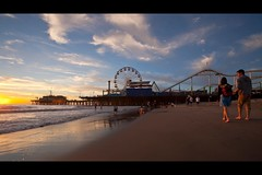a walk in the sunset (Eric 5D Mark III) Tags: california sunset sky people cloud seascape color beach canon landscape pier losangeles couple mood walk santamonica atmosphere wideangle ferriswheel ef1635mmf28liiusm eos5dmarkii