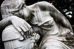 Trnen aus Stein (ilConte) Tags: berlin graveyard statue statua cimitero berlino dorotheenstdtischerfriedhof stonetears friedhofderdorotheenstdtischenundfriedrichswerderschengemeinden lacrimedipietra