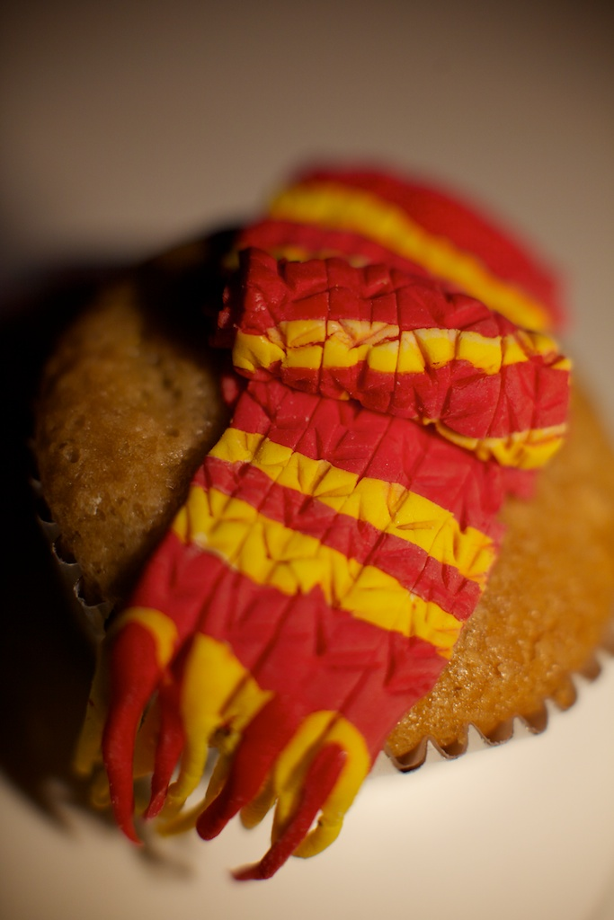 harry potter scarf cupcake