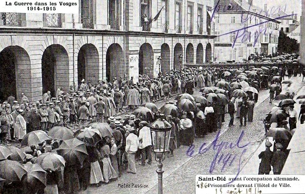 prisonniers allemands sous la pluie à Saint-Dié le 15 août 1914