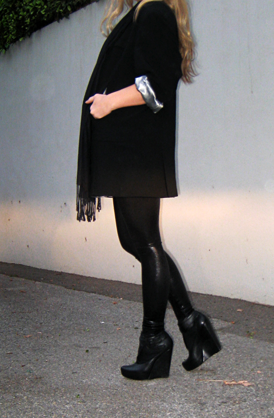black on black on black+tim burton outfit+working girl+long hair, fashion blogger, blogs, fashion blogs,