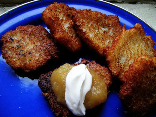potato pancakes with applesauce and sour cream