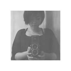 Self-portrait (Greenpin Chang) Tags: portrait selfportrait 120 6x6 tlr film rolleiflex vintage mediumformat square taiwan 66 vintagecamera format taipei    planar cameragirl carlzeiss   anologue greenpin   twinlensflex medieum rolleiflex28e3 28e3