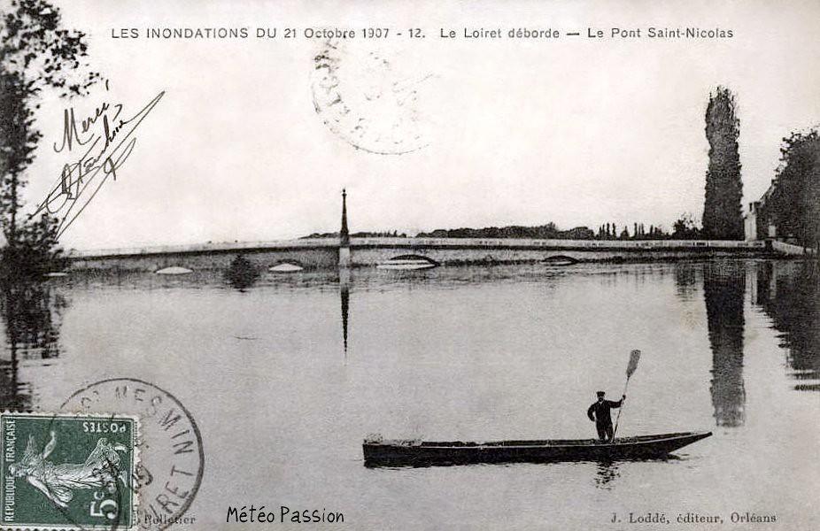 crue du Loiret au pont St-Nicolas à Orléans le 21 octobre 1907