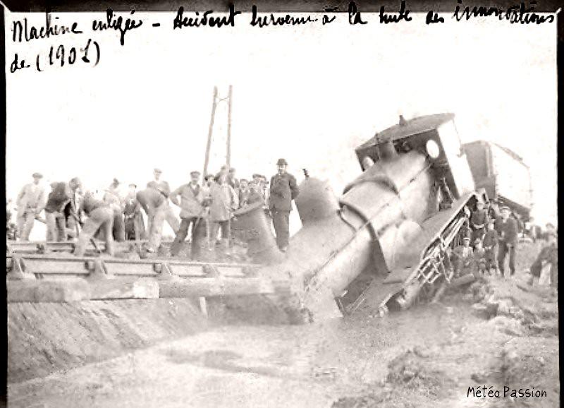 locomotive enlisée à Salces suite aux inondations de novembre 1907