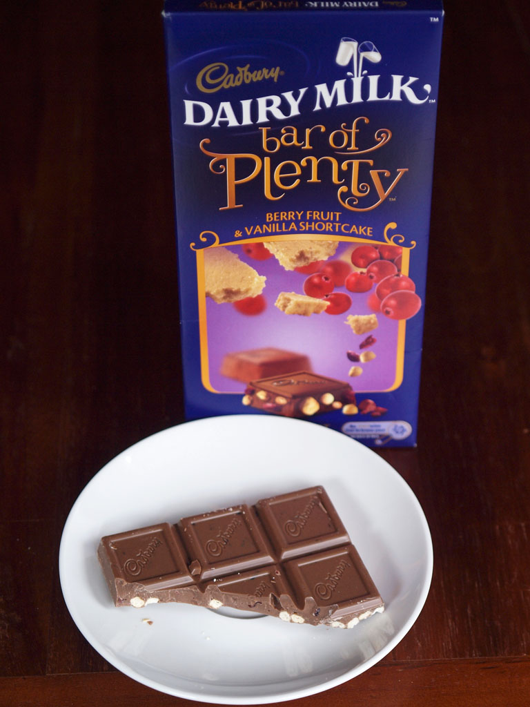 Bar of Plenty - Berry fruit & vanilla shortcake - Chocolate