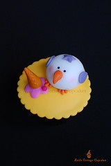 My Naughty Seagull! (Little Cottage Cupcakes) Tags: sea cupcakes picnic seagull icecream fondant sugarpaste childrencupcakes littlecottagecupcakes