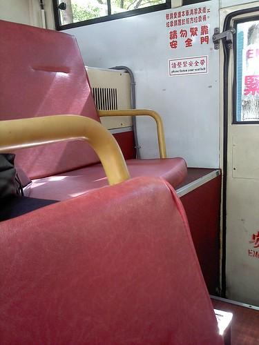 台北。公車,深粉紅椅子