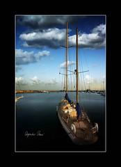 En espera... (Alejandro Zeren Homs) Tags: muelle mar sueos nubes santacruzdetenerife cambios navegar espera destino palos horizonte futuro rumbo mstiles atraque alejandrozerenhoms