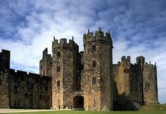 Hogwarts (fuerst) Tags: uk greatbritain travel england tower castle harrypotter alnwick northumberland becket hogwarts schloss turm robinhood burg reise blackadder princeofthieves grosbritannien canoneos1000d