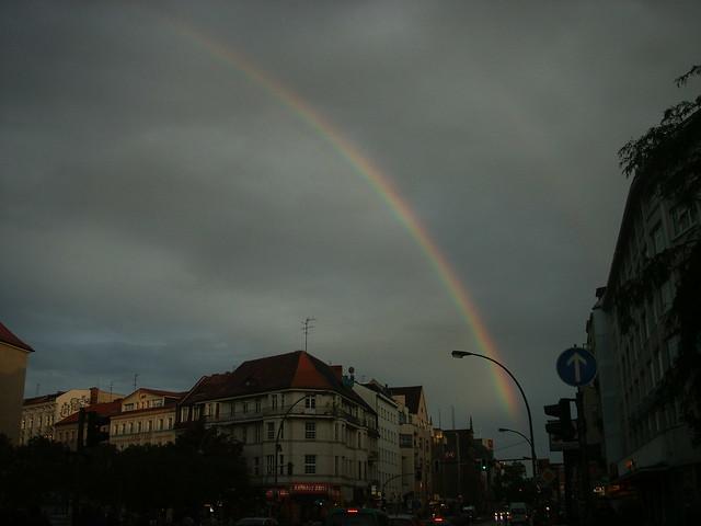 Regenbogen über Neukölln