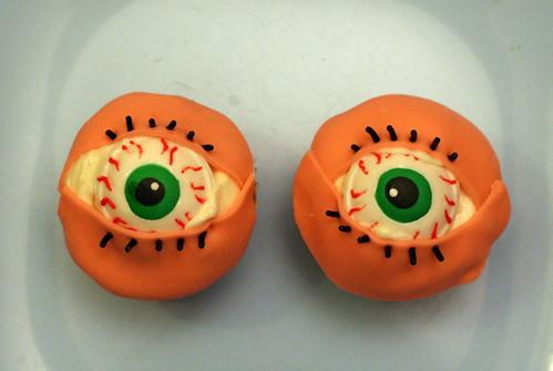 green eyes cupcakes