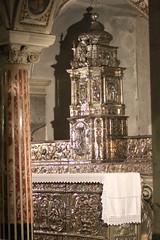 cattedrale di sant'eustachio - cripta V (s.eve) Tags: church cathedral puglia tabernacolo cripta colonne altare argento marmo acquavivadellefonti