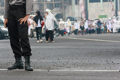 """melayani dan melindungi"" (lazuardi falah) Tags: people indonesia hijab police caring polisi centraljava shalat khimar tegal 1431h iedmubarok"