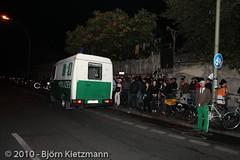 polizeieinsatz letzter abend bar25-04 (Bjrn Kietzmann) Tags: party berlin club deutschland europa closing spree polizei nachbarn berliner feiern letzte lrm feier holzmarktstrasse strandbar ruhe ruhestrung polizisten bar25 letzte