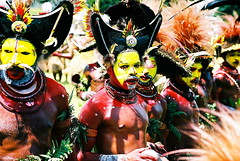 Huli Wigmen, dance (Vladimir Nardin) Tags: men dance group culture warriors local png papuanewguinea papua indigenous huliwigmen