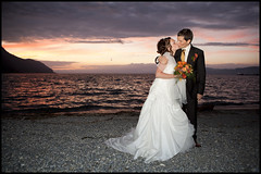 Emmanuelle & Loris (Alejandro Prez) Tags: flowers wedding sunset night groom switzerland kiss flash 2470l loris emmanuelle brid lakegeneva laclman bouveret strobist