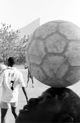 football magie (americo2011) Tags: africa portrait playing game sport brasil football ballon religion equipe pelouse magie diversion populaire jeux metier croiance