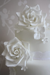 White rose cake by Cotton and Crumbs