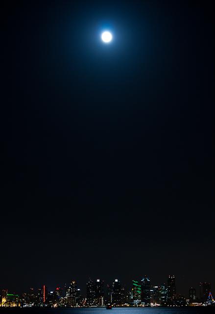 Harvest Moon at Shelter Island 92310 © Michael Klayman-006