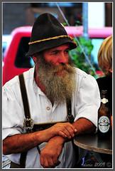 L'uomo ...e la sua birra - The Man ... and his beer (decio69) Tags: man beer nikon persone nikkor birra 2009 decio d300 personaggi forst nikkor28105 gallerypersonaggi