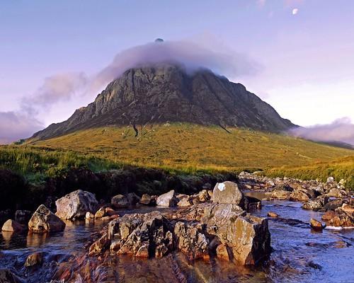 [フリー画像] 自然・風景, 山, 岩山, 雲, 201010031700