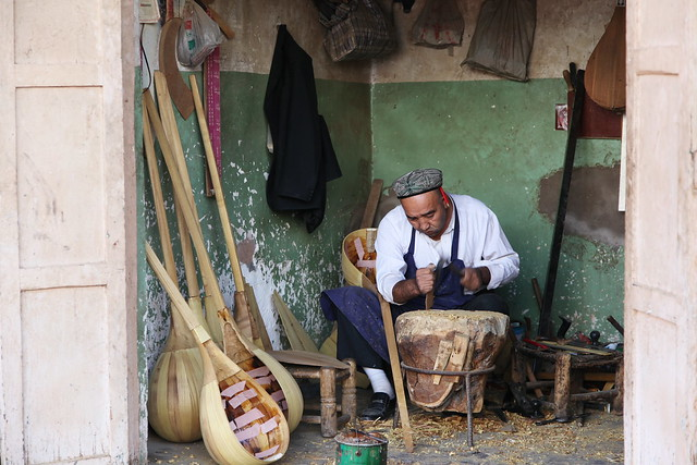 カシュガル、職人街の民族楽器工房