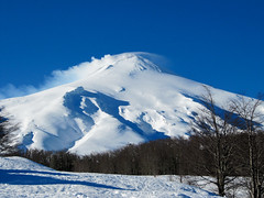 Fuming Volcano (ylarrivee) Tags: chile ski argentina 2010 pucon ski2010southamerica