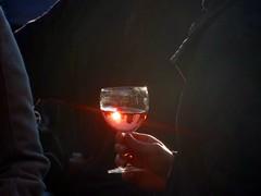 Ros - am Nachmittag (Langi Zwofnf) Tags: berlin licht herbst sonne farbe spiegelung glas ros wein 2010 genuss guessedberlin colorphotoaward gwbthmlamp