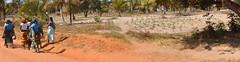 Mamanas in Paindane's road (Giuseppe Lira) Tags: africa children women african crianas cultura mozambique inhambane maputo moambique pobreza tofo povo bilene chidenguele