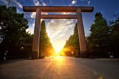 [免费图片] 建筑物, 神社・寺庙, 阳光・雲隙光, 靖国神社, 日本, 东京, 201010160100
