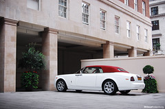 Rolls Royce Phantom Drophead Coupe (Willem Rodenburg) Tags: uk red white house 3 london car k photoshop hotel spider nikon place unitedkingdom d top cab united parking picasa kingdom rr rollsroyce h r u p rolls 1855 phantom mayfair wit blanc coupe supercar parklane royce luxe willem pdc londen roadster cabriolet lightroom v12 grosvenor drophead d40 rodenburg luxerious expensieve