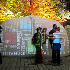 innovation (genelabo) Tags: oktober office bucket tent balance visuals bratwurst baum bunt nürnberg 2010 rathausplatz vertrauen doublevisions röslein