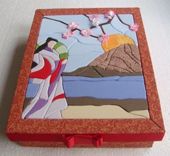 Patchwork embutido-Japones em seu jardim (Lou Ortellado) Tags: caixaforradatecido patchworknoisopor patchworkembutido artesanatonoisopor caixacompatchworkembutido