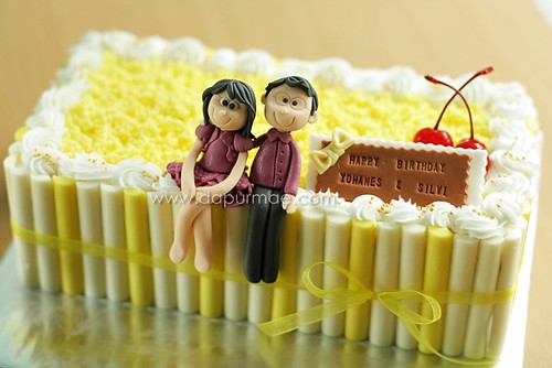Lemon cake ( loaf ) + figurines