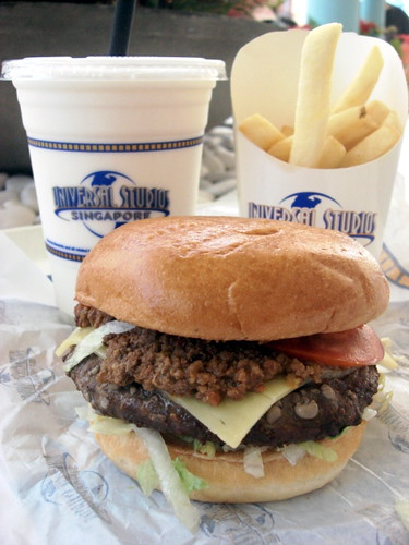 Universal Studio Singapore Mels drive in burger (3)