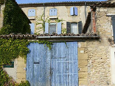 maison aux volets bleus.jpg