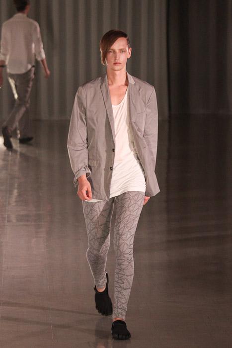 SS11_Tokyo_MOLFIC016_Rutger Derksen(Fashionsnap)