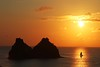 Por de Sol e vela (João Vianna) Tags: nature de dolphin natureza dolphins fernando fernandodenoronha joao noronha vianna whbrasil joaovianna