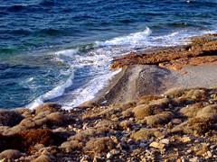 spiaggia al tramonto,kassos (silvia07(very busy)) Tags: blue sunset sea beach sand holidays rocks mediterraneo tramonto mare waves olympus greece grecia spiaggia vacanze onde sabbia egeo aegeansea kassos meditarraneansea holidyas