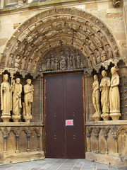 Door from the Cathedral. (carina 10) Tags: door germany doors dom porte duomo tp kerk tr trier duitsland deur tren cathdral dr deuren mygearandmepremium mygearandmebronze mygearandmesilver mygearandmegold mygearandmeplatinum mygearandmediamond