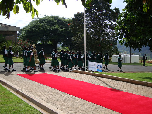 10BecA_Opening_SchoolgirlChoirPassesTheRedCarpet