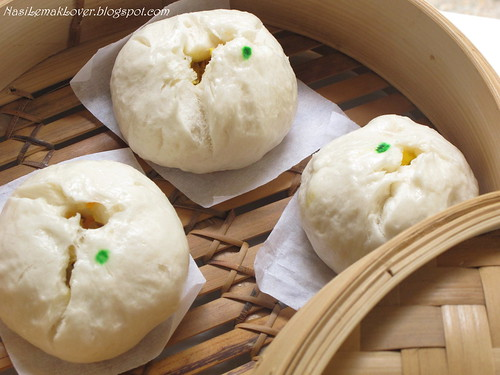 Pau (Chinese steamed buns)